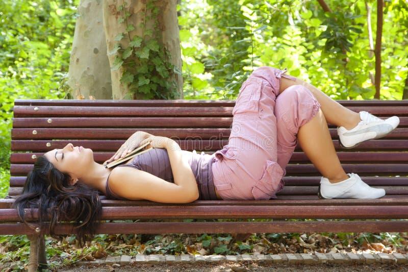 Sonhando a mulher imagens de stock