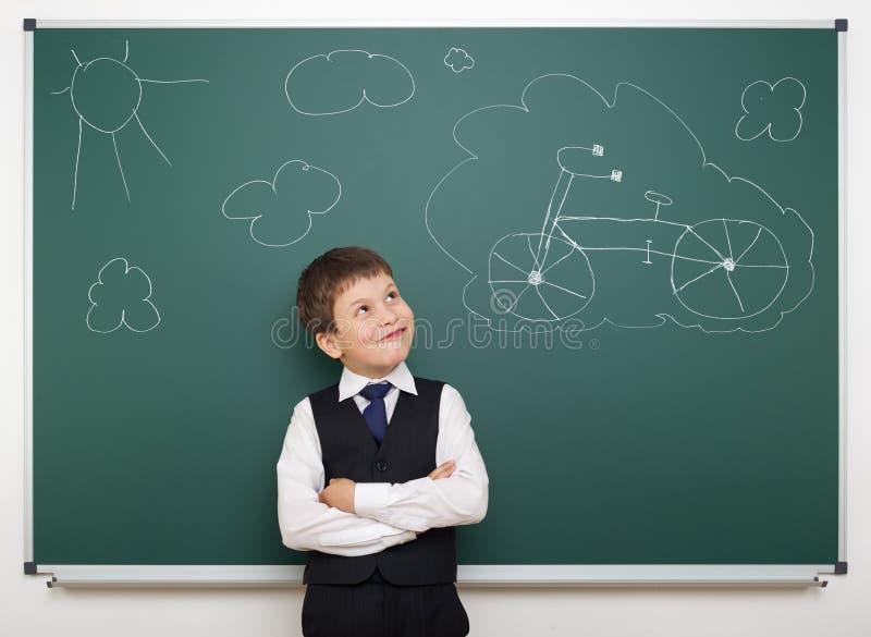 Sonhando o menino de escola com bicicleta pintada fotos de stock royalty free