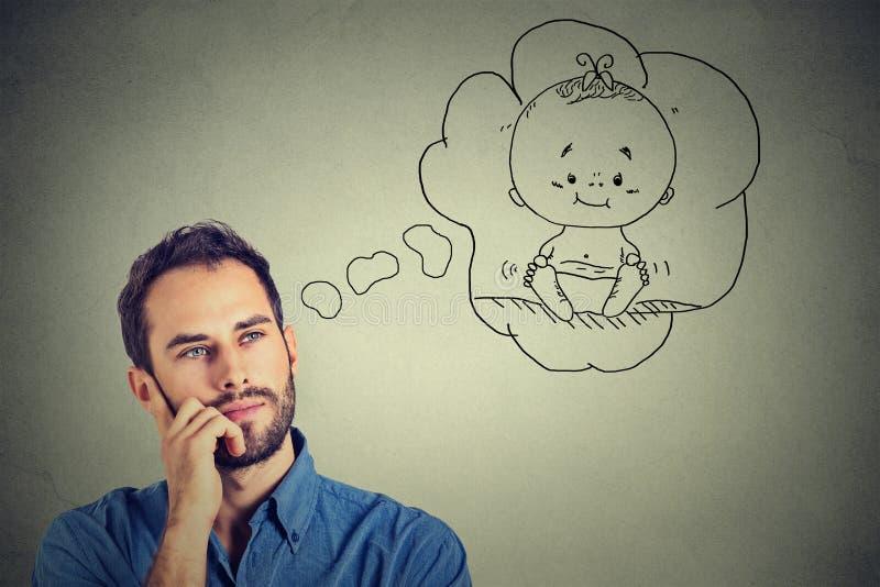 Sonho de pensamento do homem de uma criança fotos de stock royalty free