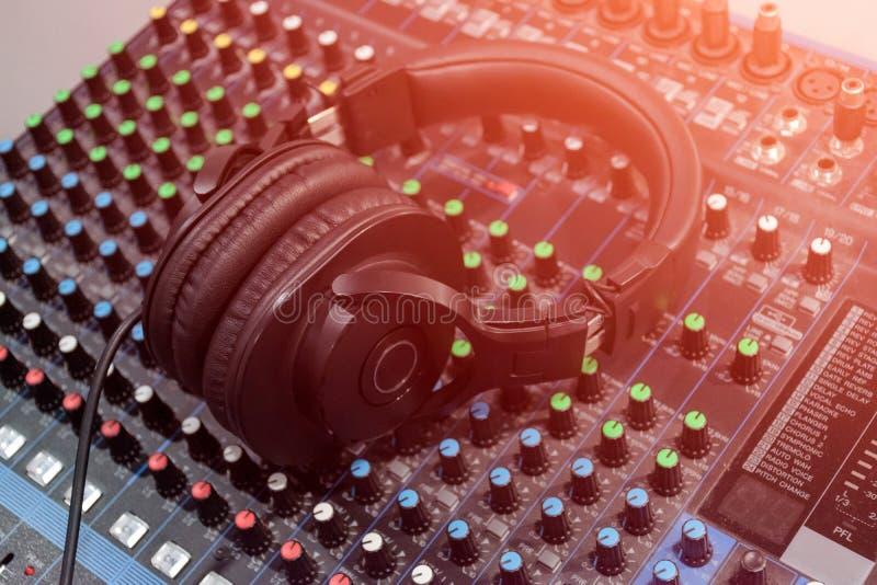 Sonido audio del mezclador imagen de archivo