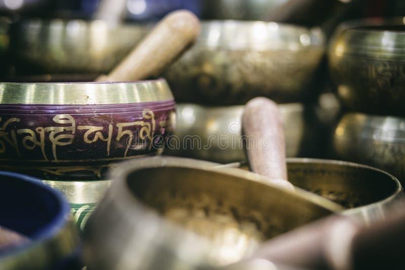 Sonido tibetano de las campanas, de la meditación y de la relajación imágenes de archivo libres de regalías