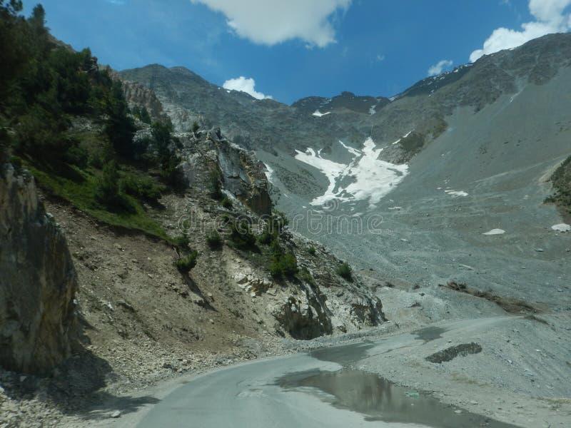 Sonmarg Mountain in Kaschmir-2 lizenzfreie stockbilder