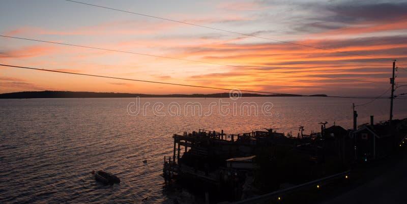 Sonne des frühen Morgens, die über die Außenseite Halifax der Bucht gerade steigt stockfotos