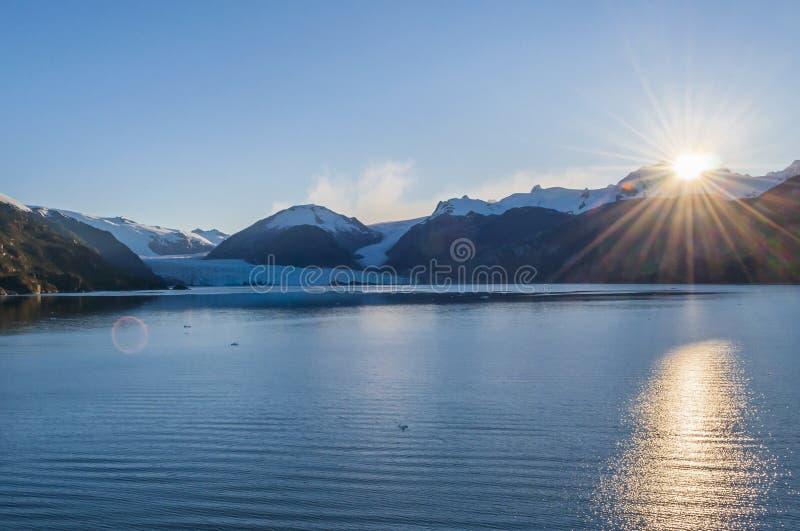 Sonnenaufgang über Amalia-Gletscher, ` Bernardo O Nationalpark Higgins, südlicher Patagonia, Chile stockfotos