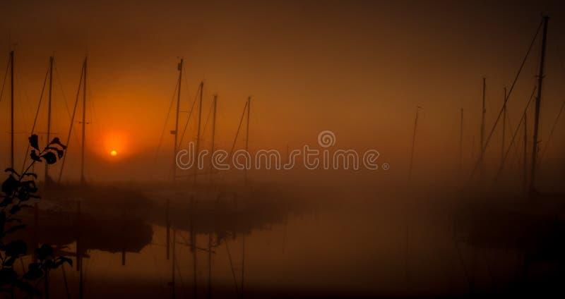 Sonnenaufgang über dem Hafen stockfotografie