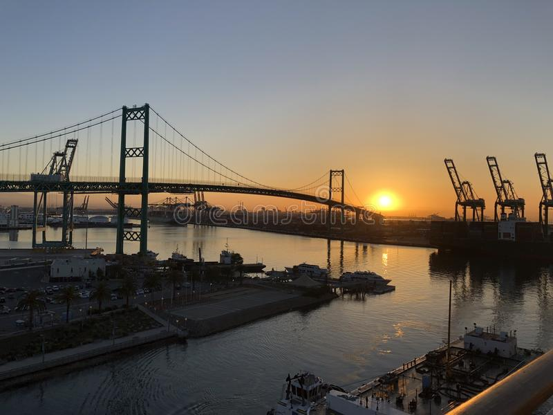 Sonnenaufgang über dem Hafen von Los Angeles stockbilder