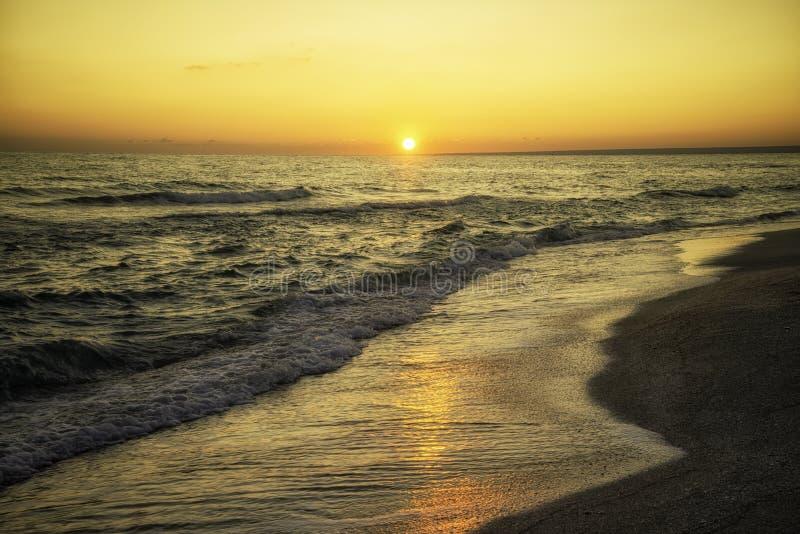 Sonnenaufgang über dem Meer Schwarzes Meer, Krim stockfotos