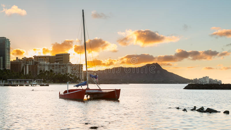 Sonnenaufgang über Diamant-Kopf von Waikiki Hawaii stockbild