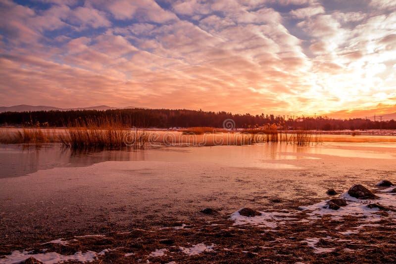 Sonnenaufgang über einer Verdammung stockbilder