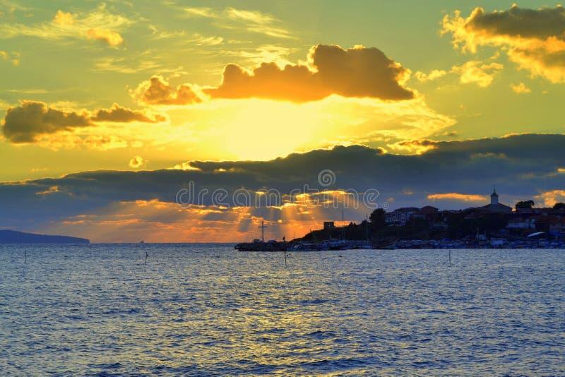 Sonnenaufgang über Fischernetz 2 stockfotografie