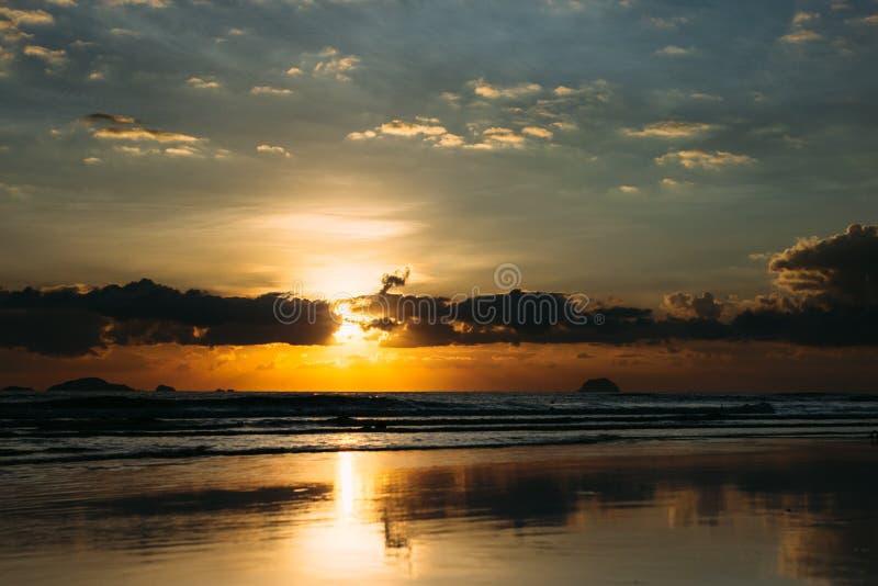Sonnenaufgang über Fischernetz 2 stockfoto