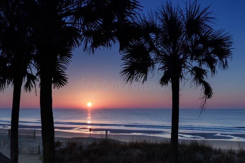 Sonnenaufgang über Myrtle Beach stockfotos