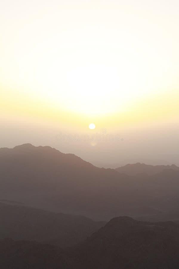 Sonnenaufgang über Sinai-Montierungen lizenzfreie stockfotos