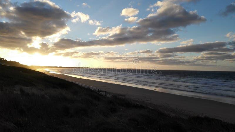 Sonnenaufgang über Strand stockfoto