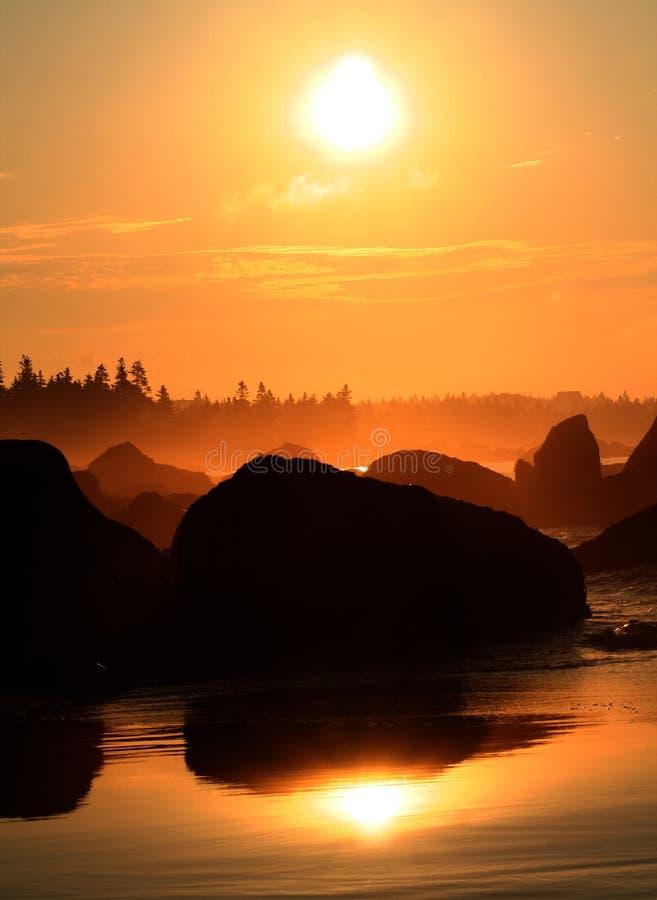 Sonnenaufgang über weißem Punkt
