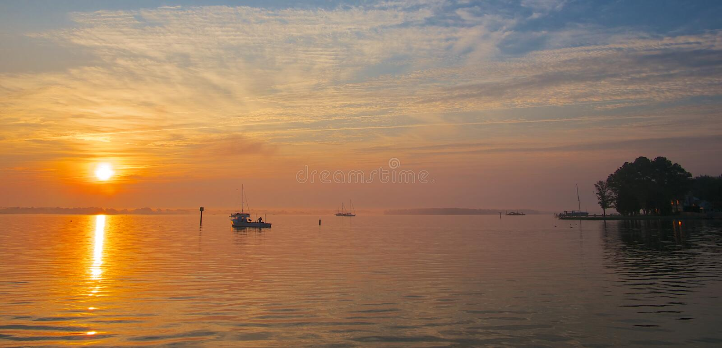 Sonnenaufgang auf dem Chesapeake-Schacht stockfotos
