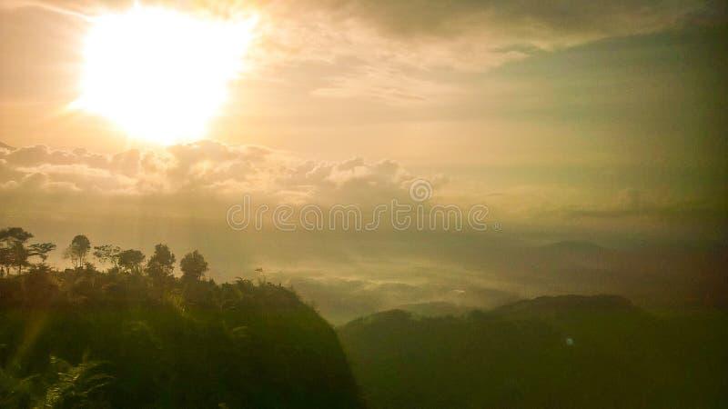 Sonnenaufgang auf dem Gipfel von giyanti lizenzfreie stockbilder