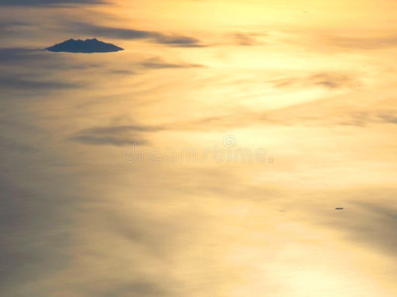 Sonnenaufgang auf dem Ozean stockbild