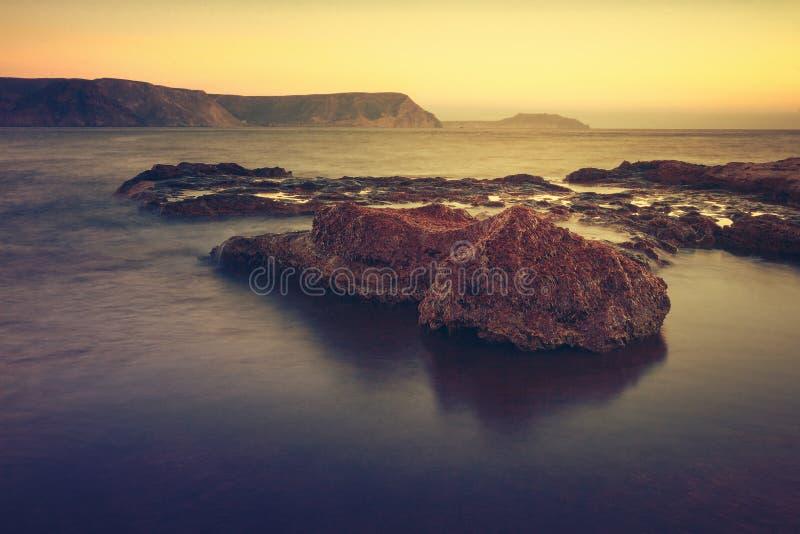 Sonnenaufgang auf dem Strand Playazo im Naturpark von Cabo De Gata, Spanien stockfoto