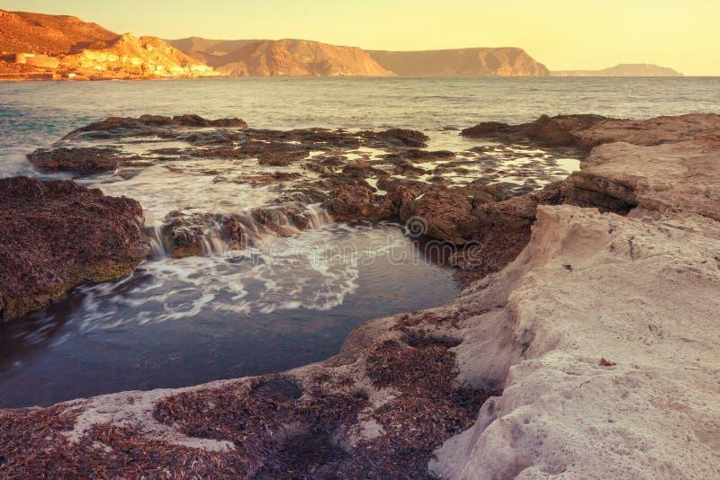 Sonnenaufgang auf dem Strand Playazo im Naturpark von Cabo De Gata, Spanien lizenzfreie stockfotos