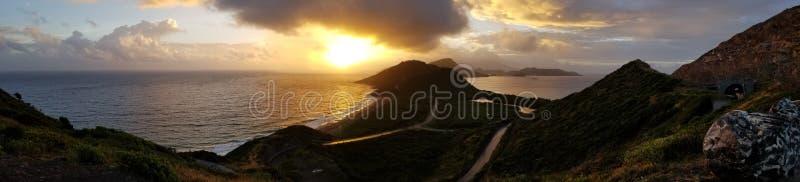 Sonnenaufgang auf einer Insel lizenzfreie stockbilder