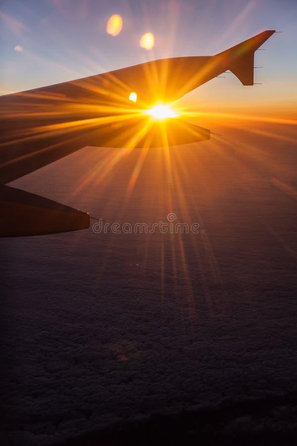 Sonnenaufgang auf Flugzeugen stockfoto
