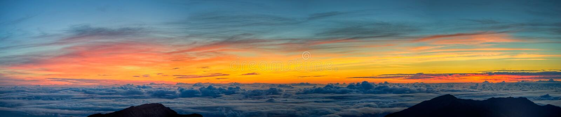Sonnenaufgang auf Haleakala lizenzfreie stockbilder