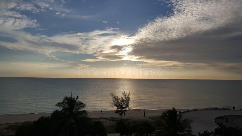 Sonnenaufgang auf samila Strand bei Songkhla lizenzfreies stockfoto