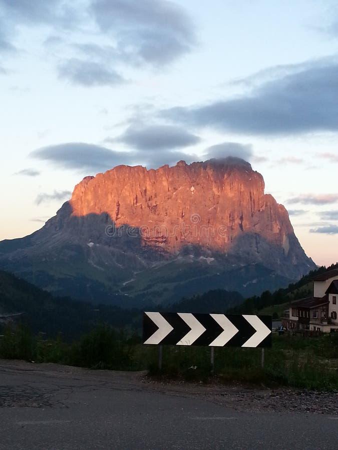 Sonnenaufgang auf Sasslong-Berg stockfotografie