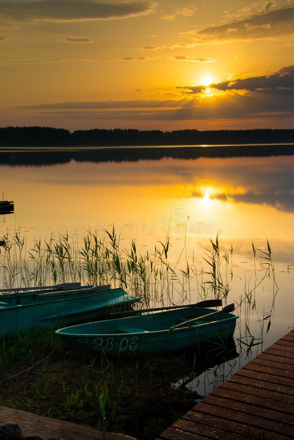 Sonnenaufgang auf See Seliger lizenzfreies stockbild