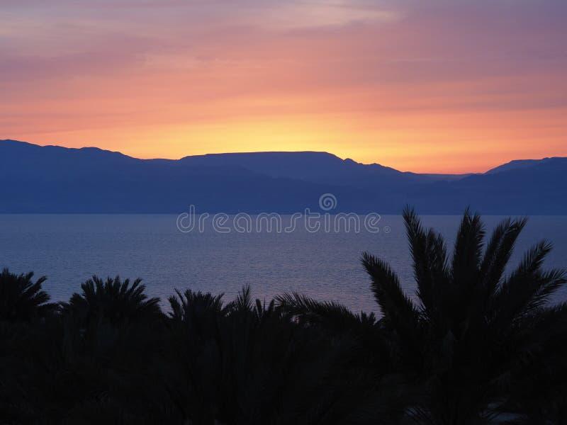 Sonnenaufgang auf Totem Meer, Israel lizenzfreies stockbild