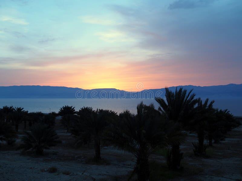 Sonnenaufgang auf Totem Meer, Israel lizenzfreie stockbilder