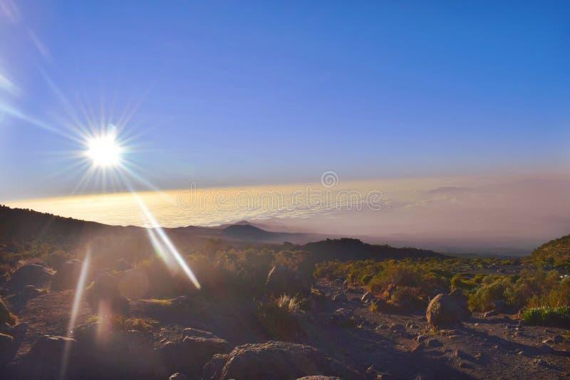 Sonnenaufgang bei Kilimanjaro lizenzfreie stockfotos