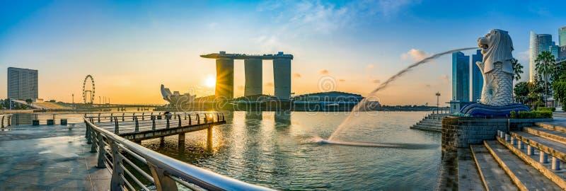 Sonnenaufgang bei Marina Bay in Singapur stockbild
