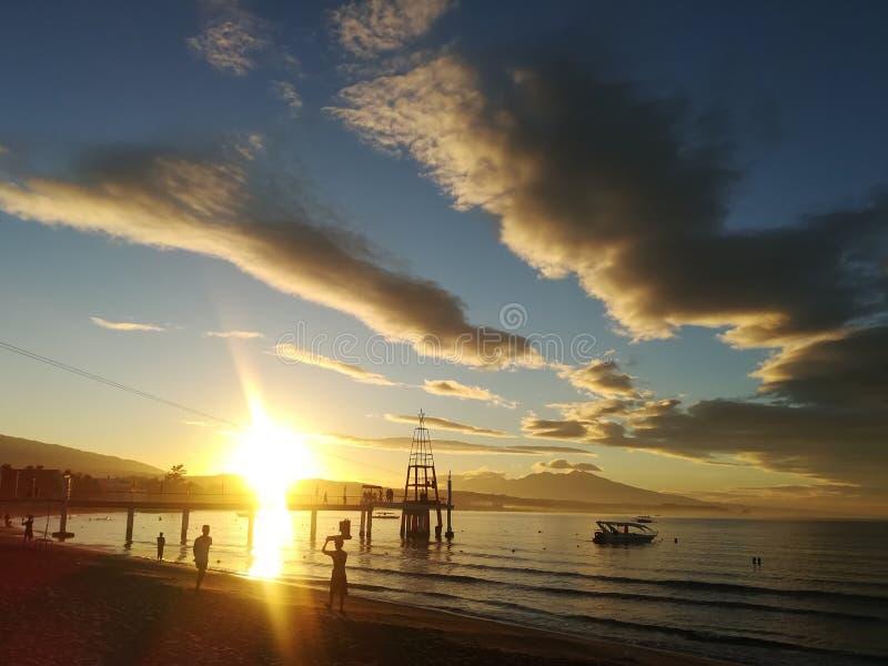 Sonnenaufgang bei Morong Bataan lizenzfreie stockbilder