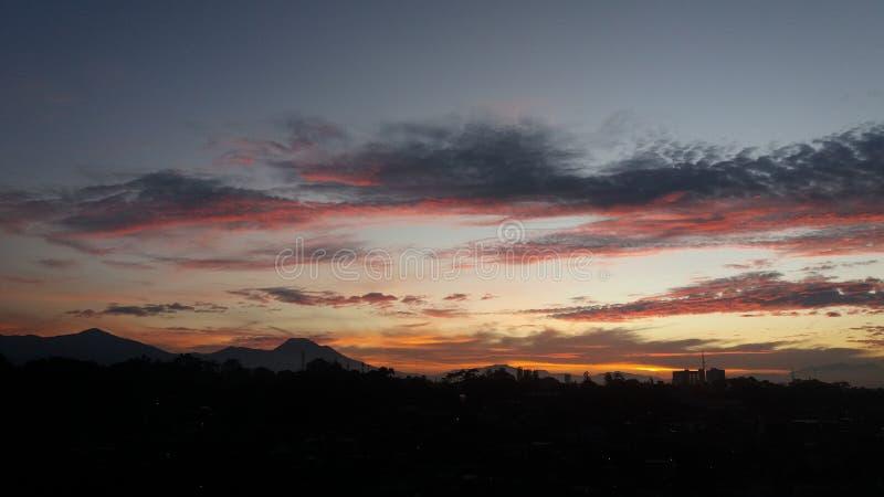 Sonnenaufgang bei Parhyangan stockbilder