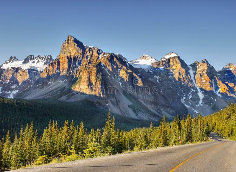 Sonnenaufgang bei Rocky Mountains, Banff NP, Alberta, Kanada stockfotografie