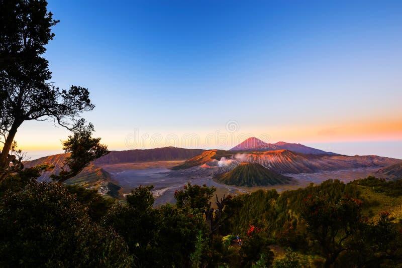Sonnenaufgang an Berg Bromo-Vulkan, die ausgezeichnete Ansicht von Mt Brom stockfotos
