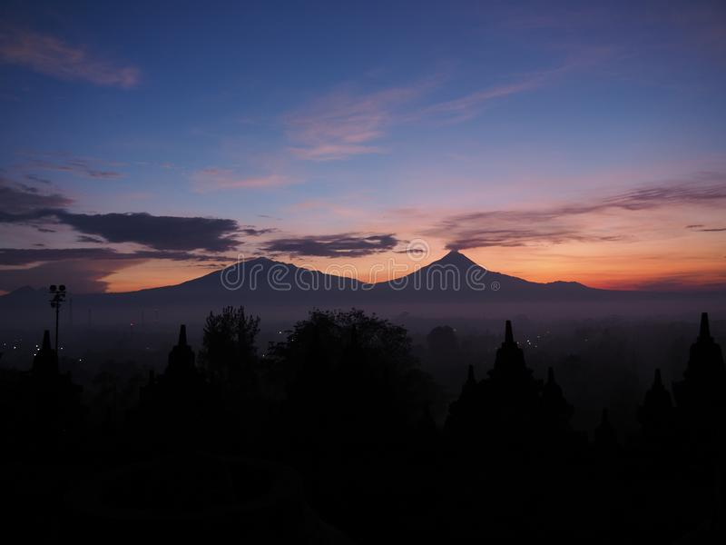 Sonnenaufgang an borobudur Tempel stockfotografie