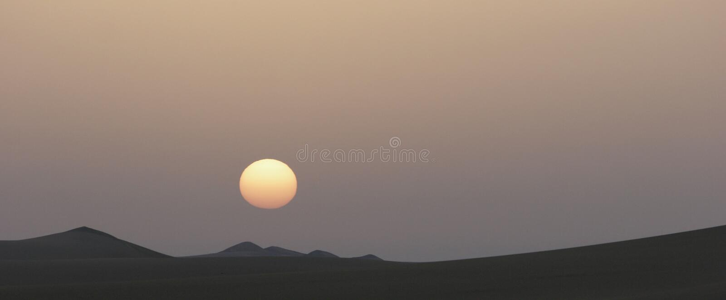 Sonnenaufgang in der ägyptischen Wüste lizenzfreies stockfoto