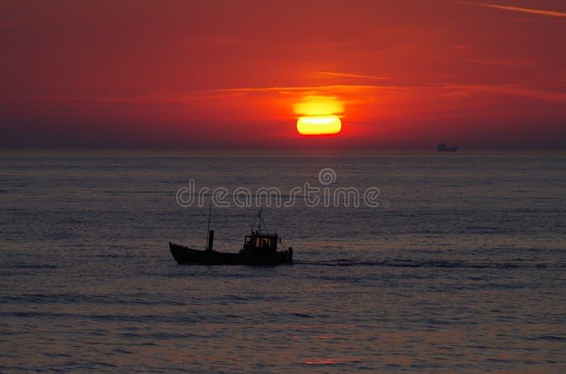 Sonnenaufgang in der Ostsee lizenzfreie stockfotos