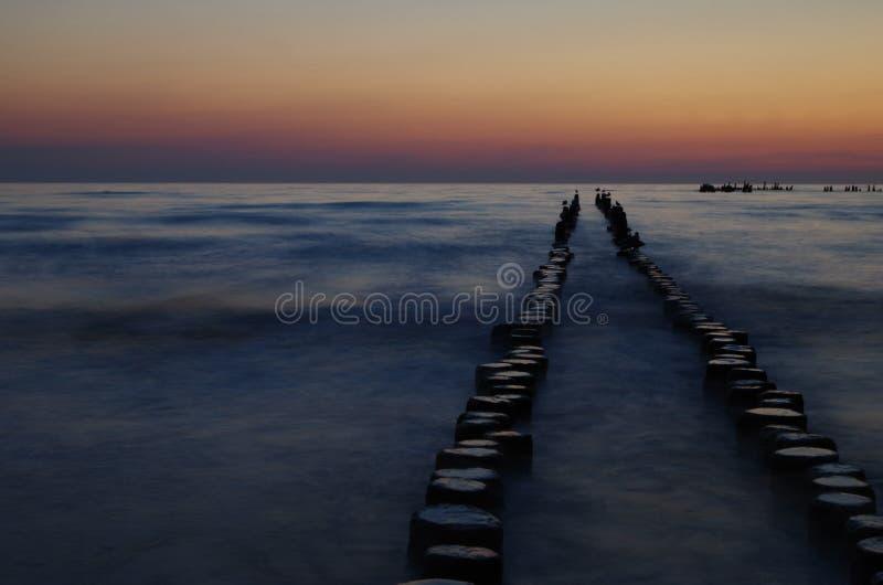 Sonnenaufgang in der Ostsee lizenzfreie stockbilder