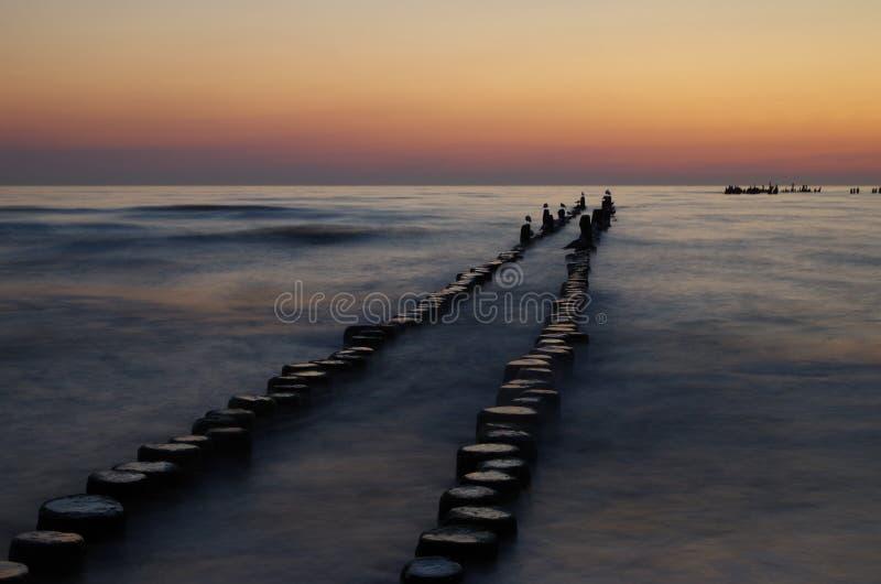 Sonnenaufgang in der Ostsee stockfotos