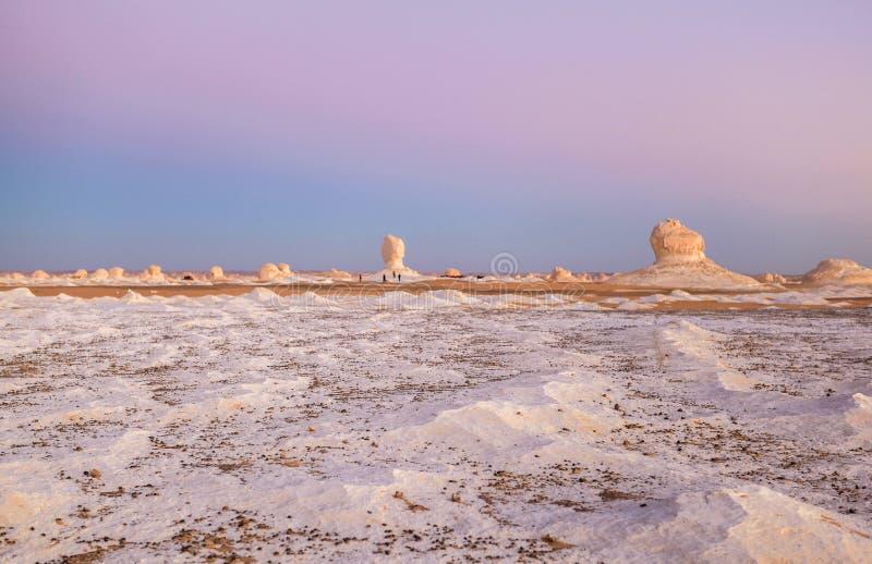 Sonnenaufgang an der weißen Wüste, Ägypten lizenzfreie stockfotografie