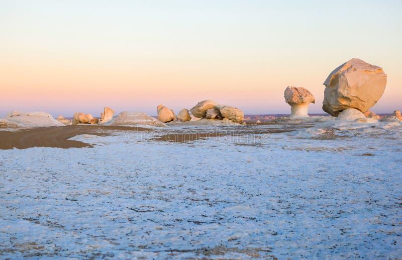 Sonnenaufgang an der weißen Wüste, Ägypten stockfoto