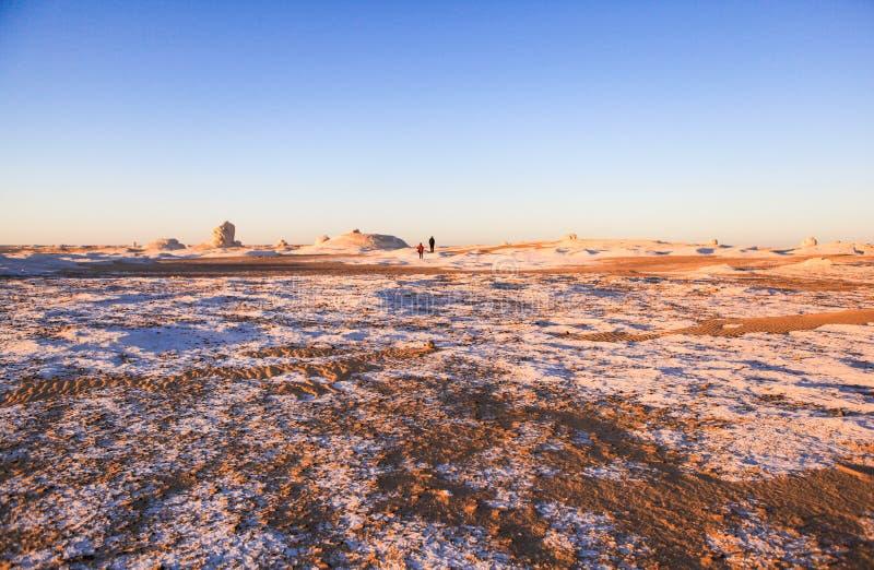 Sonnenaufgang an der weißen Wüste, Ägypten stockfotografie