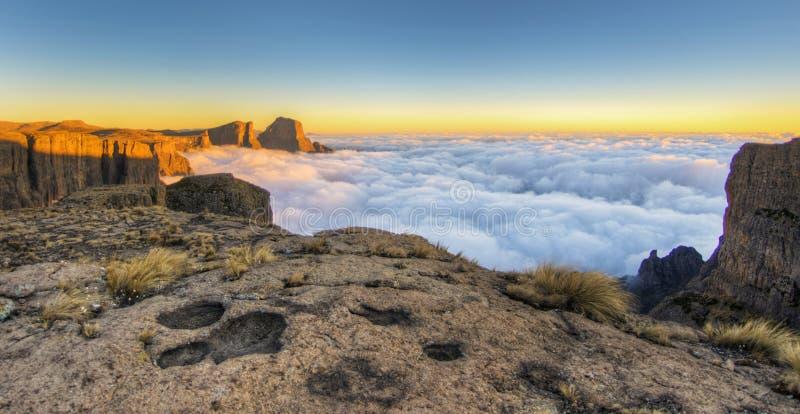 Sonnenaufgang die Drachenberge, Südafrika lizenzfreies stockbild