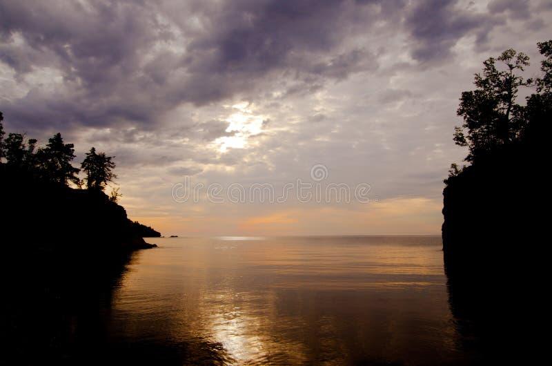 Sonnenaufgang, Eingang von Tauffluß stockfotografie