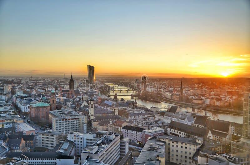 Sonnenaufgang in Frankfurt stockbild