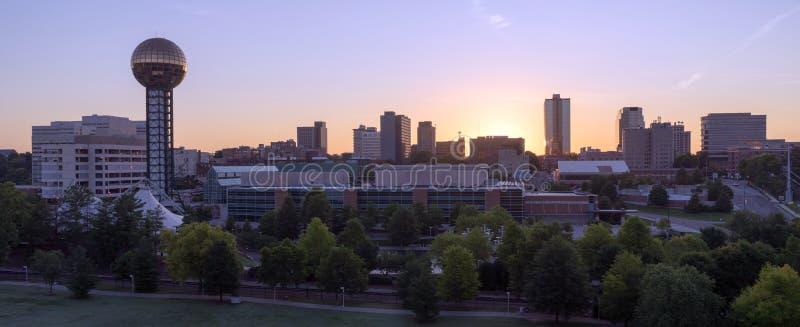 Sonnenaufgang-Gebäude-im Stadtzentrum gelegene Stadt-Skyline Knoxville Tennessee USA lizenzfreies stockfoto